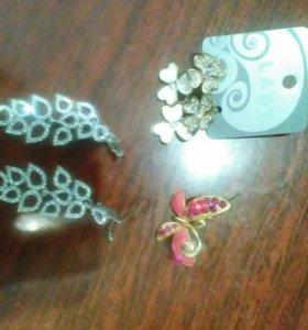 Брошка и две пары сережек