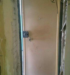 Дверь металическая входная.