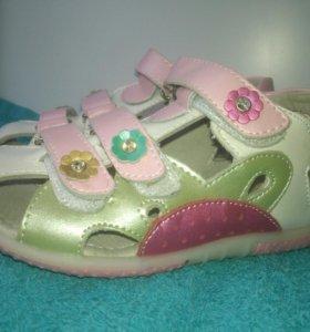 Новые сандалии кожа