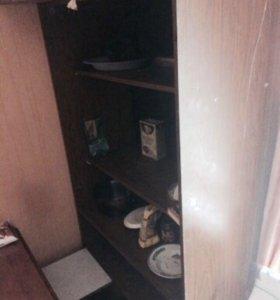 Шкаф и раскладной стол