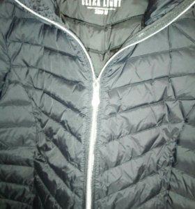 Куртка пуховик. Очень лёгкая . Покупала в Германии