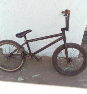 Продам профессиональный трюковой BMX