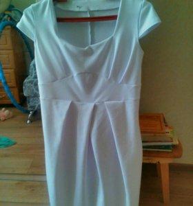 Белоснежное платье для беременных