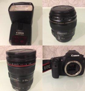 Фотокамера с объективами и штативом