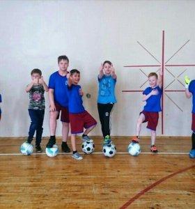 Тренировки по футболу (3-14 лет)