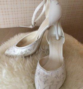 Праздничные туфли белые размер 37