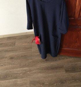 Платье с красным поясом
