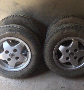 Литые диски Nissan r13, 4/114,3 с зимней резиной.