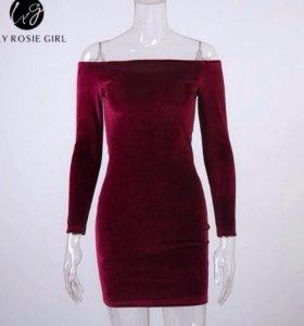 Новое бархатное платье с открытыми плечами