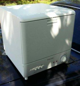 Посудомоечная машина новая Electrolux ESF237