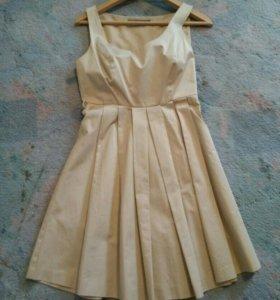 Легкое бежевое летнее платье юбка в складку