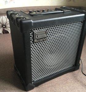 Комбик, усилитель гитарный Roland CUBE 20XL