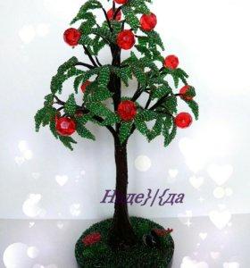 Дерево с красными бусинами из бисера