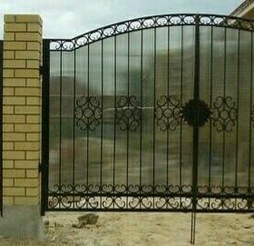 Ворота закрытые поликарбонатом