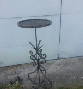 Кованый столик-подставка