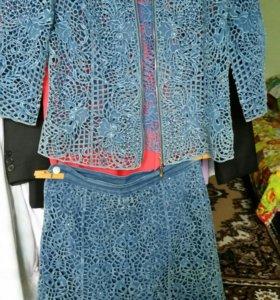 Красивый,джинсовый костюм со стразами,Платья