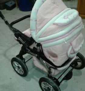 Детская коляска и стул для кормления