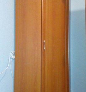 Угловой шкаф+уголок
