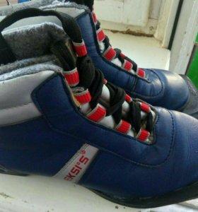 Ботинки лыжные, кожаные. Размер 35