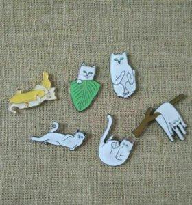 Значки металлические Коты