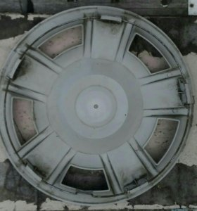 Колпак на колесный диск.