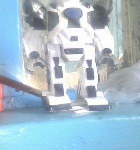 Робот на пульте упровления