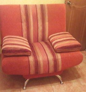 Диванчик - кресло 103х63 комфортный.