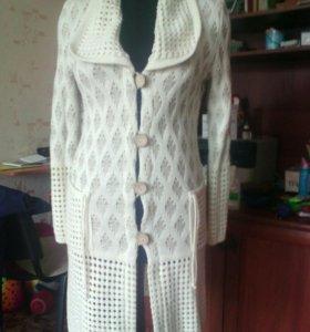 Пальто вязанноее