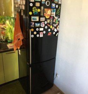 Продам холодильник Gorenje чёрный.