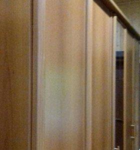 Шкаф с тумбами и зеркалом