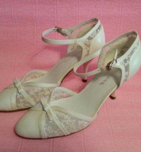 Белые туфли, босоножки р. 37,5