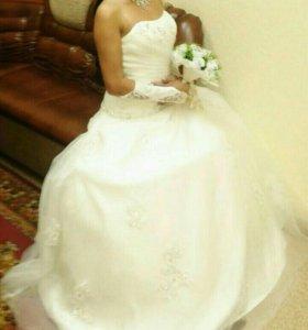Платье свадебное. Цвет шампанского.