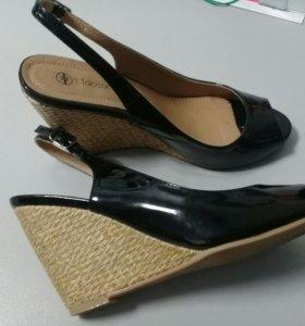 Туфли с открытой пяткой на каблуке