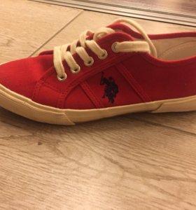 Красные кеды фирмы U.S.Polo