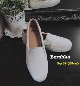 Слипоны Bershka