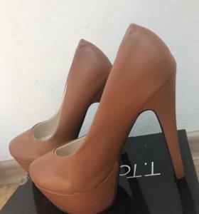 Туфли новые на высоком каблуке