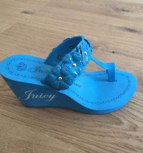 Сандалии на танкетке Juicy couture