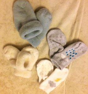 Носочки и шапочки для новорожденных
