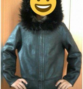 Продам женскую кожанную куртку.Торг.