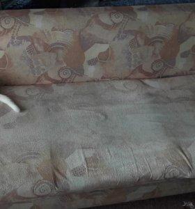 Диван, стол, кресла, детская кроватка.