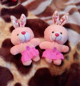 Зайцы игрушки