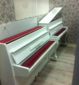 Белый пианино