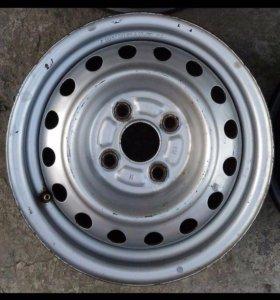 Штампы 4 колеса на 13 /4/100 и 2 балона резины