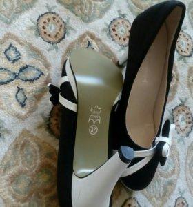 Туфли черно-белые с бантиком