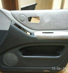 Обшивка водительской двери Клюгер