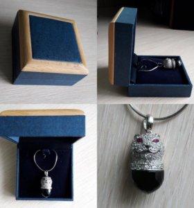 Серебряный кулон с цепочкой в подарочном футляре