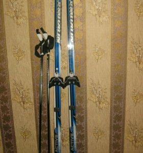 Лыжи, палки и ботинки почти новые, детские
