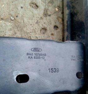 Усилитель заднего бампера на Ford