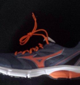 Кроссовки Mizuno ,беговые, новые.