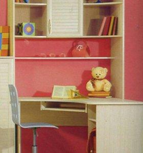 Стол для школьника со шкафчиком